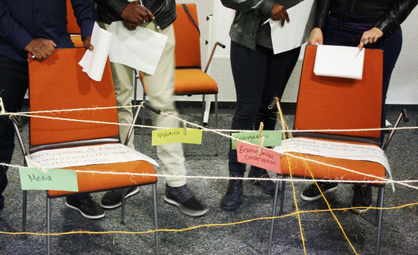 Topics of different projects are written on colourful cards and pinned on a string. Photo: Guilherme H. Maruyama da Costa
